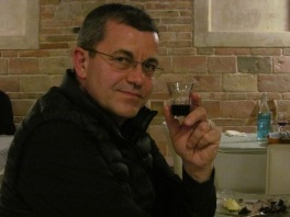 Walter, our Food & Wine expert tasting sour cherry wineHom
