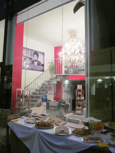 Buffet in front of a hairdresser