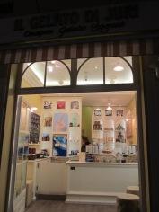Yuri ice cream shop in piazza del popolo