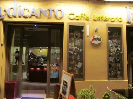Ludicanto, a literary café in Almerici street