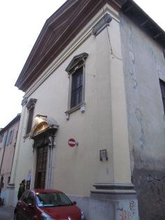Chiesa Nome di Dio, the façade