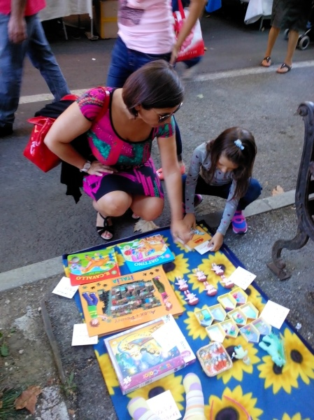 Auntie Chicca and Costanza on the placing prices to old toys and books