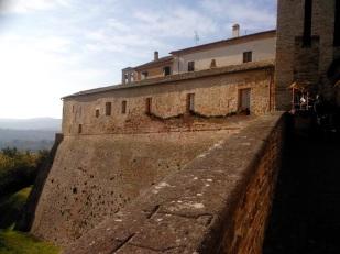 Candelara - the walls