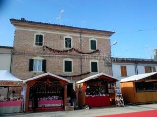 Candelara, a few stalls
