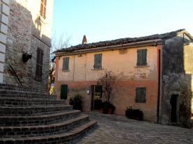 Montefabbri - the square