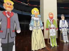 Cardboard characters of Il Viaggio a Reims